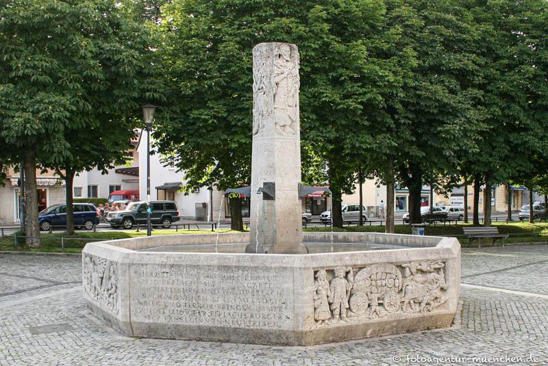 Perlacher Geschichtsbrunnen