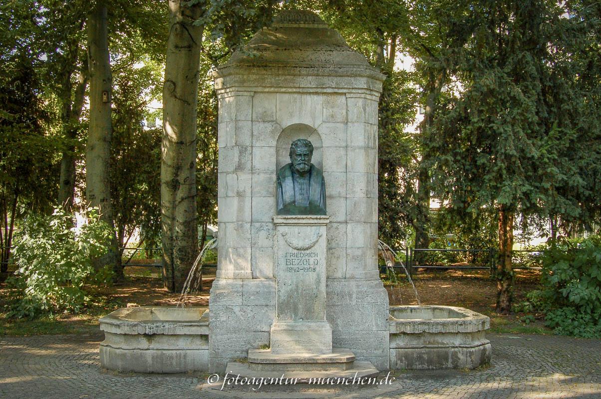 Gedenkbrunnen - Friedrich Bezold