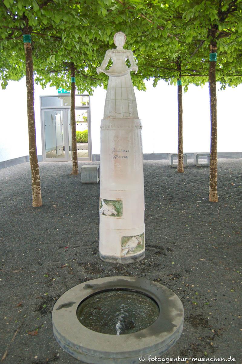 Tauben-Marie-Brunnen