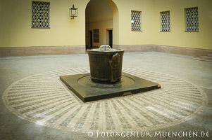 - Brunnen im Hof des Innenministeriums Krieger Emil, Kolb Anton