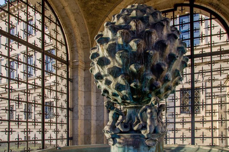 Pinienzapfenbrunnen