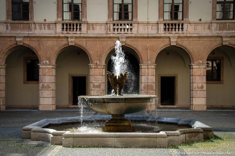 Blütenkelchbrunnen, Schalenbrunnen, Akanthusblüten-Brunnen