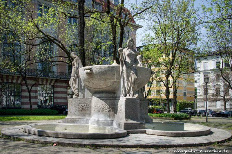 Nornenbrunnen