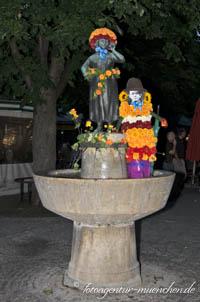 - Liesl Karlstadt-Brunnen
