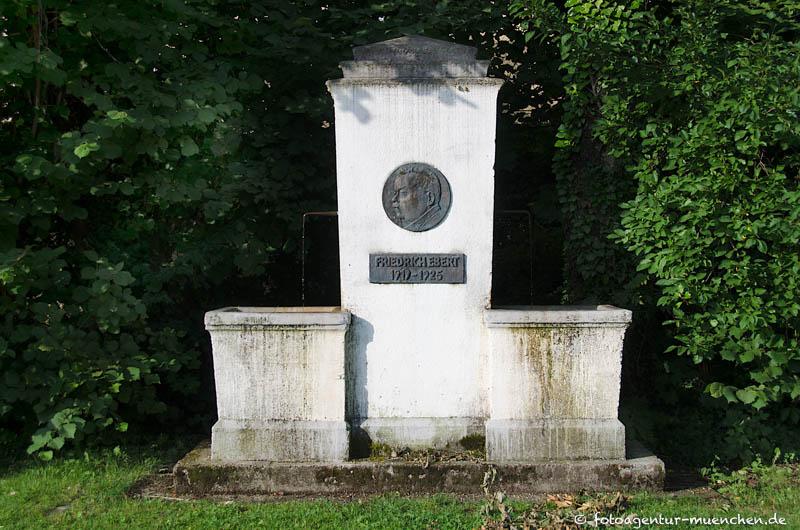 Friedrich-Ebert-Gedenkbrunnen