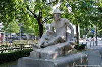 - Brunnen - Orleansplatz