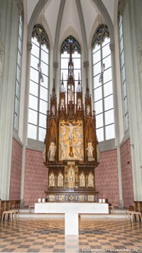 Heilig-Kreuz-Kirche - Hauptaltar