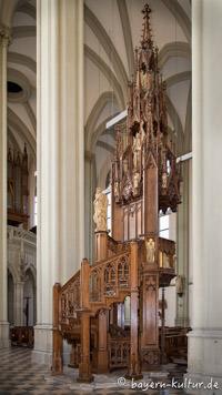 Heilig-Kreuz-Kirche - Kanzel