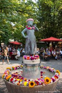 - Liesl-Karlstadt-Brunnen