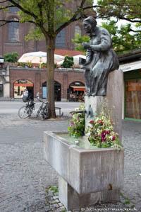 - Elise-Aulinger-Brunnen