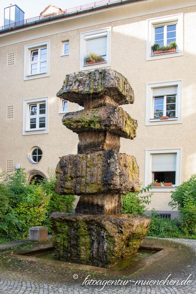 Max-von-Gruber-Brunnen