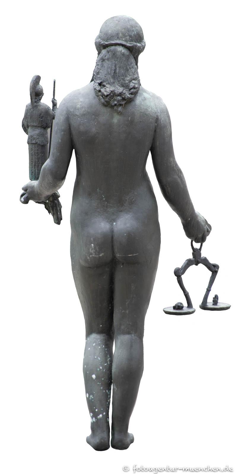 Kronprinz-Rupprecht-Brunnen - Justitia