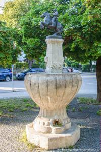 - Bismarck-Brunnen