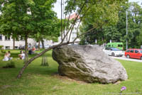 München - Findling vor dem Geowissenschaftliches Institut